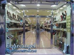 entrada a tienda realizada con metal
